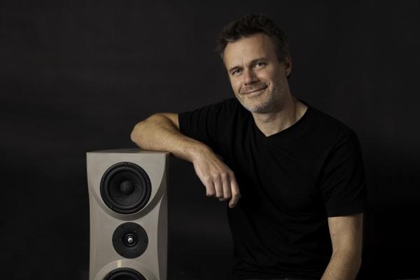 Frank Nebel (44) studierte Jazz- und Popularmusik (Saxophon/Querflöte) an der Hochschule für Musik Franz Liszt Weimar. 2010 gründete der Diplom-Musiker die Lautsprechermanufaktur Concrete Audio in Weimar.